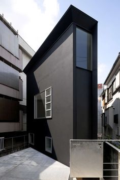 House Exterior Colors – 14 Modern Black Houses From Around The World / This super skinny black house drops down 1.5 meters below street level.