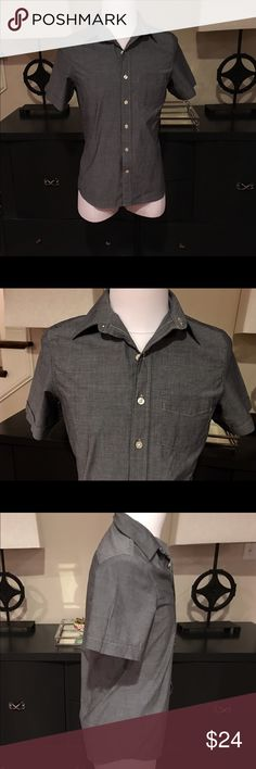 Kennington Mens Short Sleeve Button Down In brand new like condition is a 100% Cotton. Kennington of California Men's Gray Short Sleeve Button Down Shirt. There is one front chest pocket. Most Kennington of Ca shirts seem to be Vintage. This particular shirt is not Vintage. Kennington Shirts Casual Button Down Shirts
