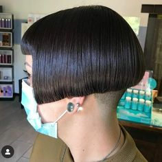 All sizes | f14b4260c3ad3ef0f3b0665782023a45 | Flickr - Photo Sharing! Aline Bob Haircuts, Stacked Bob Hairstyles, Cool Haircuts, Short Bob Cuts, Short Hair Cuts, Short Hair Styles, Bobs Video, Short Stacked Bobs, Undercut Bob