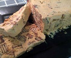 A Receita de Bolo de Fubá Cozido é muito especial, pois o bolo fica molhadinho, saboroso e cremoso. Para fazer o bolo de fubá cozido, você precisará cozinh