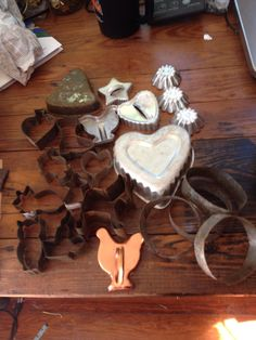 Vintage Antique Metal Cookie Cutters    http://americantraditioncookiecutters.com/