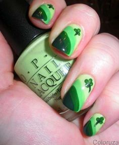 St. Patricks' Day Shamrock Nail #nails #art #DIY  www.loveitsomuch.com