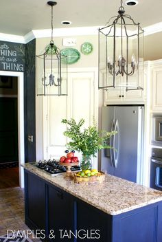 Dimples and Tangles: chalkboard wall in kitchen
