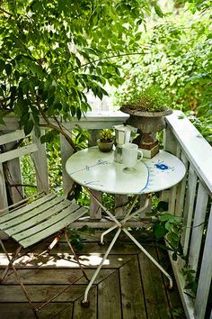 Best small apartment patio ideas balconies cities Ideas - All About Balcony Tiny Balcony, Porch And Balcony, Outdoor Balcony, Balcony Design, Balcony Garden, Outdoor Rooms, Outdoor Tables, Outdoor Gardens, Outdoor Living
