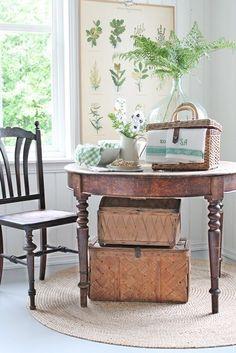 picnic basket on table -(1) Tumblr