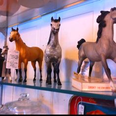 I wish I lived near this antique store...buckskin Lady phase...Black point PAM...dapple gray PAF!!!