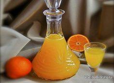 """Мандариновый ликер   Ингредиенты: Вода — 100 Миллилитров Водка — 200 Миллилитров Апельсин — 2 Штуки Мандариновый сок — 1,5 Стакана Сахар — 3/4 Стакана  Как приготовить """"Мандариновый ликер"""" Апельсины хорошо промойте. Снимите с них цедру, только делайте это аккуратно, чтобы не захватить белую прослойку. Доведите её с соком мандарина до закипания. Затем охладите. После смешайте апельсиново-мандариновую смесь с водкой, перелейте в банку, закройте под крышку. Оставьте её в тёмном месте на 3 дня…"""