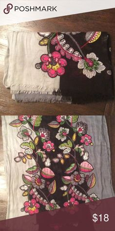 Women's Vera Bradley multicolor floral scarf Women's Vera Bradley multicolor floral scarf. Fringed edges. Barely worn. Scarf does not have a label. Vera Bradley Accessories Scarves & Wraps