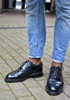 Dig wingtips w/o socks. (or at least the no show socks...)