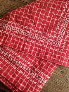 Tafellaken van Beiers bont, broderie Suisse, handwerken, borduren, ruit veranderen