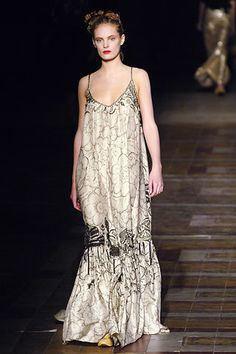 Dries Van Noten Spring 2006 Ready-to-Wear Fashion Show - Leah De Wavrin