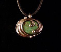 Ocean Talisman mixed metal pendant necklace from the Alchemic Collection:::Los primeros amuletos eran objetos naturales, tales como piedras, maderas talladas o cristales naturales, que eran apreciados por su forma, color o rareza.