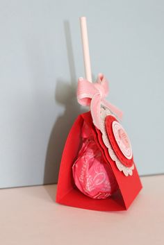 I saw this adorable lollipop idea somewhere last week, and I've been searching again and again to see where I originally saw it!  Not sure ...