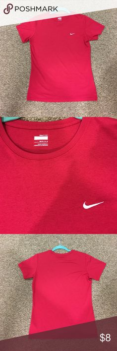 Nike fit dry shirt Great condition Nike fit dry shirt, start the new year off with some workout clothes! Nike Tops Tees - Short Sleeve