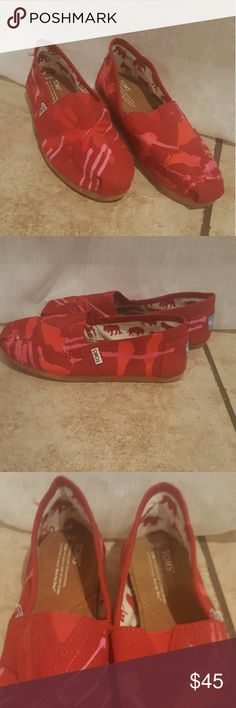 NEW Toms! Super cute Toms, never worn, very very comfortable. Red and pink painted print. Size 8M Toms Shoes Flats & Loafers