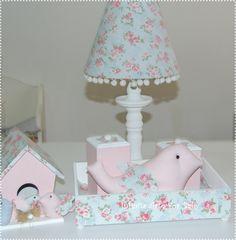Abajur, kit higiene e casinha familia passarinhos ..