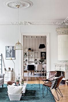 intérieur scandinave aux nombreux objets et accessoires