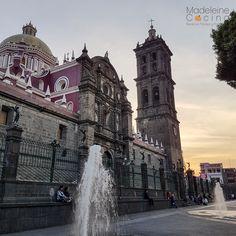 Atardecer desde el Zócalo en #Puebla #Mexico Macbook Pro 13 Case, Mexico Travel, Big Ben, Quotations, Trips, Religion, Architecture, City, Building