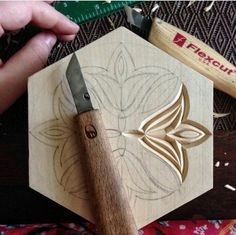 i am already using the pattern i showed yesterday in my new box chipcarving woodwork woodworking woodcarving - Wood Design Wood Carving Designs, Wood Carving Patterns, Wood Carving Art, Wood Art, Woodworking Patterns, Woodworking Projects Plans, Teds Woodworking, Woodworking Techniques, Grizzly Woodworking
