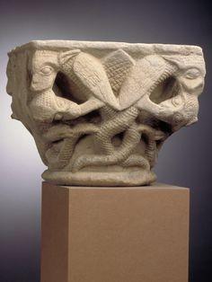 Anonyme, Monstres ailés et squameux, pierre, bas-relief, taille directe, Inv. ME 327. Non exposée. © Toulouse, musée des Augustins – Photo Daniel Martin