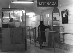Metro Subway, Foto Madrid, Buses, Old Photos, Cities, The Past, Black And White, Architecture, Photography