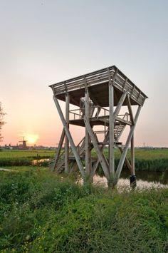 Eikenhouten uitkijktoren van DaF-architecten - Architectuur.nl
