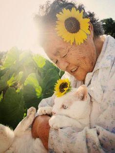 突然の別れ…あのおばあちゃんと白猫の写真が、今再び話題に。 | Share News Japan - Part 2