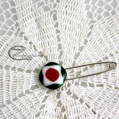 Nemzeti kittűző Badges, Brooch, Buttons, Glass, Drinkware, Badge, Brooches, Corning Glass, Plugs