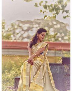 Indian Wedding Bride, South Indian Bride, South Indian Actress, Saree Wedding, Kerala Traditional Saree, Set Saree, Kasavu Saree, Kerala Bride, Bridal Photography