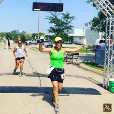 RB Ambassador Vatema crosses the line at the Heartland Marathon in Omaha sporting her Buddy Pouch :)