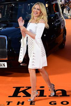 Kylie Minogue wows in optical illusion dress at Kingsman premiere Kylie Minogue Wow, Kyle Minogue, Seductive Women, Sexy Women, Optical Illusion Dress, Women In Music, Stockings Heels, Sexy Legs And Heels, Female Singers