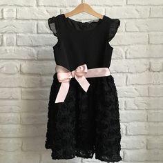 Čierne sviatočné šaty Lindex s ružovou stuhou pre malú slečnu vo veku 6-7 rokov.  Málo nosené, iba na koncerty v ZUŠke :).  Veľkosť 122. #lindex #secondhand #dress #blackdress Second Hand, Veronica, Black, Dresses, Fashion, Vestidos, Moda, Black People, Fashion Styles