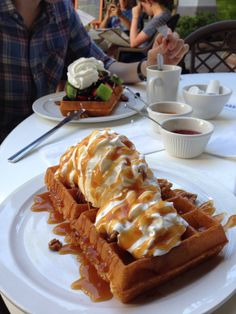 See 267 photos from 2546 visitors about waffles, breakfast food, and omelettes. Sweet Recipes, Snack Recipes, Dessert Recipes, Food Platters, Food Dishes, Tumblr Food, Snacks Saludables, Good Food, Yummy Food