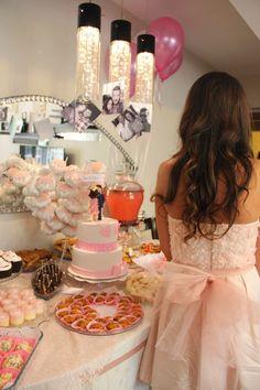 Evde nişan menüsü için hazırlayacağınız yiyecekler, içecekler ve ikramlıklar genelde herkesin sevdiği şeyler olmalı. Farklı tatlar hazırlamak istiyorsanız.. Formal Dresses, Fashion, Moda, Formal Gowns, Fasion, Trendy Fashion, Formal Evening Gowns, La Mode, Formal Dress