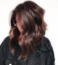 Long Wavy Ash-Brown Balayage - 20 Light Brown Hair Color Ideas for Your New Look - The Trending Hairstyle Cabello Color Chocolate, Chocolate Brown Hair Color, Brown Hair Colors, Brunette Hair Colors, Mocha Brown Hair, Hair Colors For Winter, Hair Color For Brunettes, Brown Hair Cuts, Mocha Hair