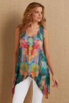 A kaleidoscopic watercolor print in vibrant Tropical shades is perfectly placed in this sheer and floaty whisper-weight crinkled chiffon tank, fashioned with a front slit and a high-low hem. Blouse Styles, Blouse Designs, Boho Fashion, Fashion Outfits, Womens Fashion, Diy Clothes, Clothes For Women, Red Blouses, Chiffon Blouses