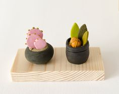 Two Miniature Sculptures Potted Plant on wood base succulent cactus exotic pink orange green polymer clay home decor clay botany fantasy Easy Polymer Clay, Polymer Clay Miniatures, Diy Clay, Biscuit, Fairy Food, Mini Plants, Clay Food, Miniature Figurines, Clay Flowers