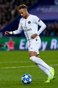 PARIS, FRANCE - NOVEMBER 28: Neymar Jr of Paris Saint-Germain in action during the Group C match of the UEFA Champions League between Paris Saint-Germain and Liverpool at Parc des Princes on November 28, 2018 in Paris, France. (Photo by Quality Sport Images/Getty Images)