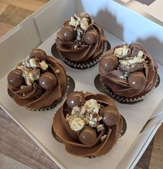 Cupcake Recipes, Baking Recipes, Dessert Recipes, Gourmet Cupcakes, Think Food, Love Food, Mini Cakes, Cupcake Cakes, Delicious Desserts