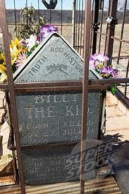 Billy the Kid´s chained gravestone in Fort Summer, resting place of famous western outlaw. New Mexico, USA
