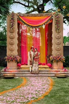 Looking for latest Outdoor Wedding Decorations? Check out the trending images of the best Indian Outdoor Wedding Decoration ideas. Wedding Entrance, Wedding Mandap, Entrance Decor, Wedding Venues, Wedding Photos, Wedding Ceremony, Marriage Decoration, Outdoor Wedding Decorations, Outdoor Decor