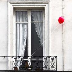 Le ballon rouge--Gerard Hermand