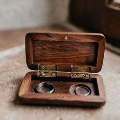 Wooden ringbox woodland personalised / Houten ringdoosje woodland gepersonaliseerd / Shop all your weddingboxes & -pillows at: https://www.weddingdeco.nl/trouwartikelen/ringkussens-ringdoosjes/