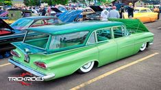Look at this great %%KEYWORD%% - what an inspired style Shooting Break, 59 Chevy Impala, Pontiac Chieftain, Station Wagon Cars, Logo Image, Sweet Cars, New Trucks, Car Travel, Hot Cars