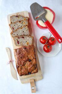 Enkel retrokake med vaniljekrem - Krem.no Banana Bread, Food And Drink, Baking, Desserts, Tailgate Desserts, Deserts, Bakken, Postres, Dessert