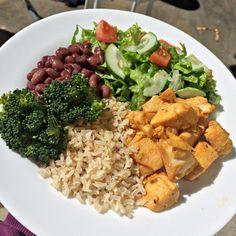 Aquele simples que não falha! Comida de verdade, a melhor de todas forever: arroz integral, feijãozinho, frango, brócolis e aquela saladinha ♥️