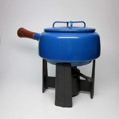 Love this vintage 70s fondue pot! Want our whole kitchen this color now.