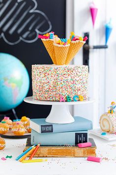 Confetti school cake made easy Cheesecake school cake with school bags, ABC decoration, and sprinkles without baking.de enrollment Konfetti-Einschulungstorte leicht gemacht 127 Source by coppenrathwiese School Cake, Cheesecake, School Essentials, Adhd Kids, College Fun, Happy Summer, Room Paint, Plexus Products, How To Make Cake