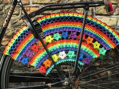 Personalize your bike with crochet! These bicycle crochet patterns include crochet skirt guards, bike seat covers and more. Love Crochet, Crochet Motif, Double Crochet, Single Crochet, Crochet Stitches, Crochet Baby, Knit Crochet, Bike Seat Cover, Seat Covers