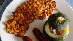 Gefüllte Zucchini und kleine mexikanische Maisfladen
